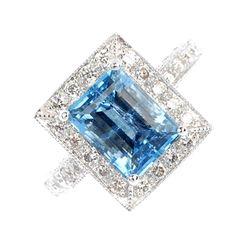 Rosamaria G Frangini | High Blue Jewellery | Wedding Jewellery | An aquamarine and diamond cluster ring