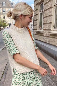 Summer Work Wear, Knit Vest Pattern, Monochrome Fashion, Inspiration Mode, Knit Fashion, Pulls, Clothing Patterns, Diy Clothes, Knitwear