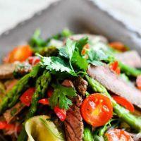 Сытно и вкусно: салат с говядиной и печеным перцем — Вкусные рецепты