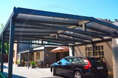 Alu-Carport der Marke REXOport 6m x 6m in anthrazit. Bei diesem freistehenden Aluminium-Doppelcarport mit Satteldach-Form kommen bronzene 16mm Stegplatten zum Einsatz.  Die Rückseite ist identisch zur Vorderseite Ort:Bottrop  #Carport #Alucarport #REXOport #Rexin