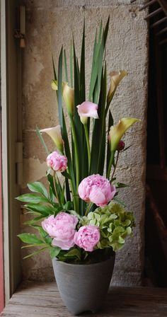 Fake arrangement over confessional----but could use real flowers in a waterpick----- Contemporary Flower Arrangements, Artificial Flower Arrangements, Beautiful Flower Arrangements, Artificial Flowers, Floral Arrangements, Beautiful Flowers, Creative Flower Arrangements, Real Flowers, Ikebana