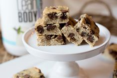 Enjoy this treat and experience the delicious combo of bananas, chocolate, and walnuts. These blondies are made with grain-free flours & have no added sugar, making them a perfect gluten-free, gui Protein Desserts, Protein Bars, Rice Krispie Treats, Rice Krispies, Live Fit, Clean Recipes, Blondies, Bananas, Grain Free