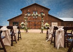 Lone Oak Barn // Wedding Venue in Round Rock, Texas