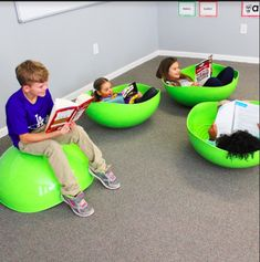 Kinesthetic Classrooms with Standing Desks, Flexible Seating, Wobble Chairs, Pedal Desks and bike desks allow for modern classrooms and collaborative learning Modern Classroom, Classroom Layout, Classroom Design, Kindergarten Classroom, Future Classroom, Classroom Organization, Classroom Decor, Classroom Stools, Colegio Ideas
