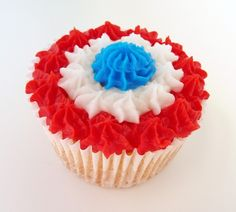 Maybe for captain america theme. Easy of July Cupcake Cute Cupcakes, Cupcake Cookies, 4th July Cupcakes, Patriotic Cupcakes, Cupcake Pictures, Cupcake Ideas, Cupcake Pics, Fourth Of July Food, July 4th