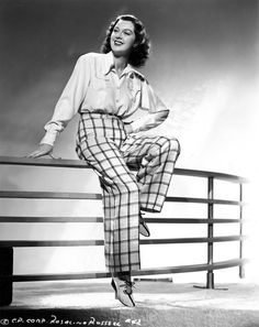 Rosalind Russell's fantastic pants in these perfect publicity shots for HIS GIRL FRIDAY Hollywood Icons, Hollywood Actresses, Classic Hollywood, Old Hollywood, Rosalind Russell, Dramatic Arts, Myrna Loy, Classic Actresses, Cary Grant