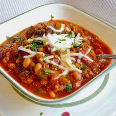 Spicy Pumpkin Chili Pumpkin Recipes Spicy, Chili Recipes, Slow Cooker Recipes, Crockpot Recipes, Healthy Recipes, Slow Cooker Ground Beef, Ground Beef Recipes, Crock Pot Food, Pumpkin Chili