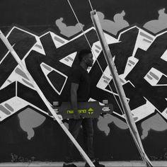 Lost in the moment #onetownboards #longboard #onetown #longboarding #graffiti #art #walk #blackandwhite #green #focus #splash #standout