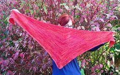Ja så heter sjalen, en busenkel en för lite melerade garner . Man stickar tre räta varv och avslutar med en avig ås och så börjar man om....