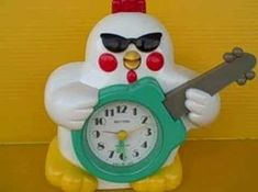 I used to have this chicken alarm clock in the 90's! Hay baby wake up, come and dance with me! Wahhhh........yeahhhhhhh!
