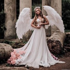 Angel Heart, Angel Wings, Catholic Religion, Heaven And Hell, Angel Pictures, Angels Among Us, Tattoo Designs And Meanings, Anatomy Art, Folk Costume