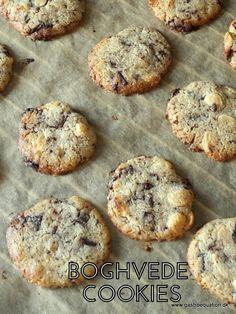 Cookies er bare en af de bedste og nemmeste småkager at bage. Her bagt med boghvedemel, der giver en lidt nøddeagtig smag og en glutenfri småkage.