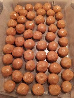 Cookies & cream protein peanut butter balls