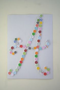Kifli és levendula: Díszes betű kupakokból- con tapones y círculos decorados de papel