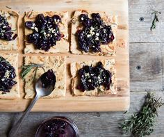 Enjoy this savory jam using grapes as a topping on a yummy homemade (and bread! Grape Jam, Grape Recipes, Glutenfree, Bread, Cheese, Homemade, Fruit, Food, Grape Jelly