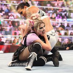 Alexa Bliss vs. Shayna Baszler: photos Pictures Of Alexa, Shayna Baszler, Lexi Kaufman, Wwe Pay Per View, Wwe Female Wrestlers, Queen Of Spades, Raw Women's Champion, Beautiful Goddess, Wwe Womens