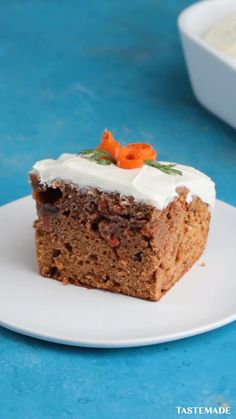 Everyone will be impressed by this classic rainbow carrot cake, we promise. Fun Baking Recipes, Easter Recipes, Cake Recipes, Dessert Recipes, Sweet Recipes, Easy Desserts, Delicious Desserts, Yummy Food, Food Cakes