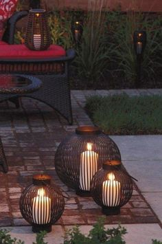 A terrace in the evening - Usa Home Decor Trend Lighting Your Garden, Plant Lighting, Outdoor Tables, Indoor Outdoor, Outdoor Decor, Bohemian Patio, Pergola Diy, Light Em Up, Hanging Plants