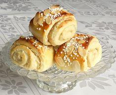 karlsbaderbullar Swedish Bread, Bread Bun, My Dessert, Something Sweet, I Love Food, Tapas, Bakery, Food And Drink, Sweets