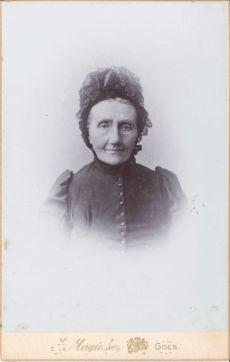 209. Wed. Eckhardt Van Velsen Geb. Krabbendijke Overl. Yerseke 1904