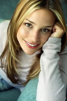 Google Image Result for http://www4.images.coolspotters.com/photos/187058/piper-perabo-profile.jpg