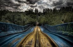 """hahamagartconnect: """" ABANDONED AMUSEMENT PARKS I cannot stop surfing through these haunting Francesco Mugnai pictures. His photo series on abandoned amusement parks brings chills to my body as. Scary Places, Haunted Places, Places To Visit, Abandoned Theme Parks, Abandoned Amusement Parks, Abandoned Buildings, Abandoned Places, Spreepark Berlin, Places Around The World"""