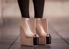 Toujours plus fun, toujours plus insolite, voici ma sélection Chaussures Insolites!!