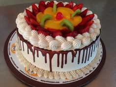 Cake with fruits Cake Decorating Equipment, Easy Cake Decorating, Baking Recipes, Cake Recipes, Dessert Recipes, Desserts, Bolos Naked Cake, Buttercream Cake Designs, Fresh Fruit Cake