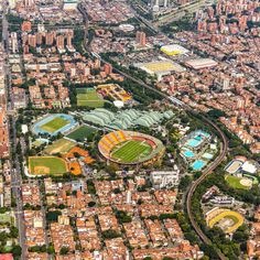 "Air Photo Colombia on Instagram: ""Si eres deportista, te compartimos esta foto y si no lo eres te motivamos a empezar. Síguenos en YouTube Air Photo Colombia"" City Photo, Skyline, Sketches, School, Youtube, Instagram, Dads, World, Beautiful Pictures"