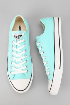 Tendance Basket Femme 2017- Converse Chuck Taylor Sneaker for me and brides maids.. Cute idea for reception