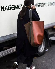 Oversized bags outside Céline #parisfashionweek #celine #streetstyle #fortheloveofbags