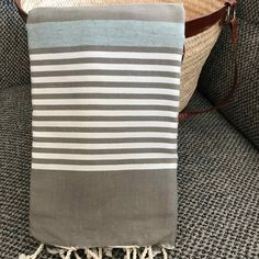 Fouta tunisienne drap de plage - ADGArt Weaving Patterns, Dish Towels, Hand Weaving, Stripes, Textiles, Weave, Gifts, Products, Blinds