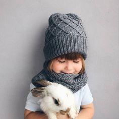363 отметок «Нравится», 5 комментариев — ПРЯЖА, СПИЦЫ, ПОМПОНЫ. КАЗАНЬ (@knitberries_shop) в Instagram: «Обожаю вот такие стильные лаконичные детские вещи 😍😍😍 огромное спасибо что отмечаете меня.…» Crochet Baby Clothes, Crochet Baby Hats, Knit Or Crochet, Knitted Hats, Knitting For Kids, Loom Knitting, Baby Knitting, Knitting Patterns, Knit Beanie Pattern