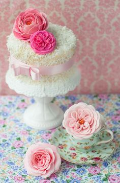 Dainty Little Cake With Pink Flowers | Sumally