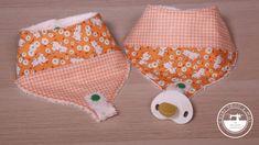 Babero portachupetes con patrón gratis , fácil y práctico Bandanas, Coin Purse, Purses, Saris, Wallet, Cotton Canvas, Baby Things, Free Pattern, Towels