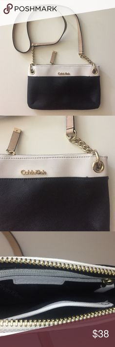 ⚜️ Today Only Pricing⚜️ Calvin Klein crossbody Dark navy blue and white with gold accent Calvin Klein Bags Crossbody Bags