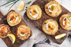 Dill-infused rye pancakes with a crème fraîche and smoked salmon topping. Salmon Toppings, Second Breakfast, Breakfast Items, Rye Flour, Flour Recipes, Bread Recipes, Food Test, Pancakes And Waffles, No Bake Treats