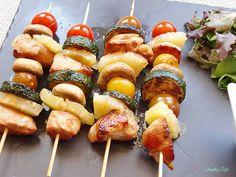 Brochetas-de-pollo-con-verduras-y-piña