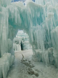 Ice Castles of Silverthorne, Colorado. Ice Castles, Famous Castles, Beautiful World, Beautiful Places, Ice Storm, Ice Sculptures, Snow And Ice, Winter Beauty, Snow Queen
