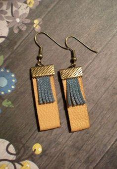 boucle d'oreille en cuir beige / bleu gris : Boucles d'oreille par yanosh