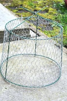 Rustic Upcycled Outdoor Chandelier :: Hometalk - idea - food cover with screen in place of chicken wire Chandelier Design, Solar Chandelier, Outdoor Chandelier, Rustic Chandelier, Outdoor Lighting, Chandelier Ideas, Lighting Ideas, Fabric Chandelier, Floral Chandelier
