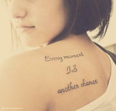 Tatouage écriture lettrage « every moment is another chance » | Inkage