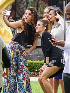Star Tracks: Monday, March 2, 2015 | SAY CHEESE | Jordin Sparks and Karina Smirnoff took selfies in Los Angeles.