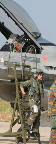d pilot hot girs 550 0 Take off with three good lookin pilots (33 Photos)