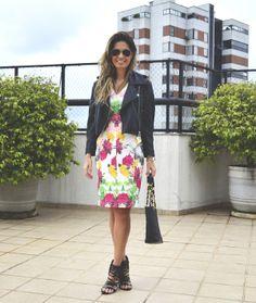look com vestido floral e jaqueta de couro, vestido modelitto, vestido floral com jaqueta de couro, dress with leather jacket