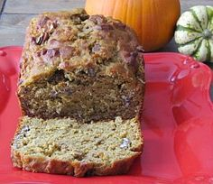 My New Favorite Fall Recipe: Pumpkin-Banana Bread : so excited! This recipe combine my two favorite types of bread: banana bread and pumpkin bread in one! The use of the canned pumpkin not only. Pumpkin Recipes, Fall Recipes, Sweet Recipes, Holiday Recipes, Holiday Foods, Pumpkin Banana Bread, Canned Pumpkin, Pumpkin Oatmeal, Pumpkin Spice