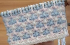 This Pin was discovered by Mer Baby Knitting Patterns, Knitting Designs, Stitch Patterns, Knitting Videos, Crochet Videos, Crochet Motif, Crochet Stitches, Slip Stitch Knitting, Baby Blanket Crochet