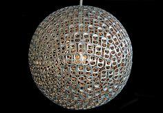 Luminária feita com lacres de latinhas - Borges Landeiro