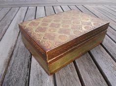 coffret florentin en bois et stuc décoré motifs or et vert