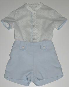 Conjunto para bebe niño de camisa blanca con topitos celestes y cuello mao, y pantalón en piqué celeste. White Shorts, Rompers, Dresses, Women, Fashion, Child Fashion, Canvas, Little Girls, Dresses For Girls